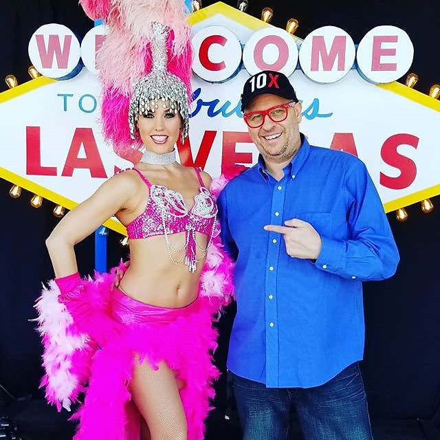 Hanging out with #vegas #showgirls at #canon day at @bandccamera